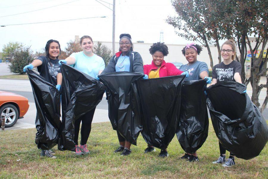 Band+members+volunteer+to+pick+up+trash.