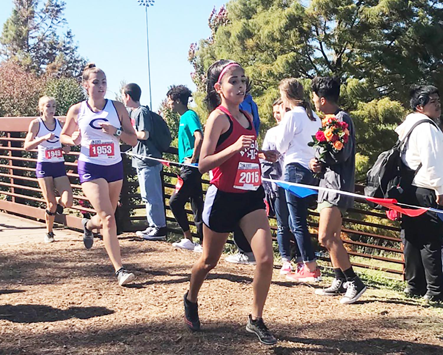 Sophomore Cristina Rosas finishes the race strong.