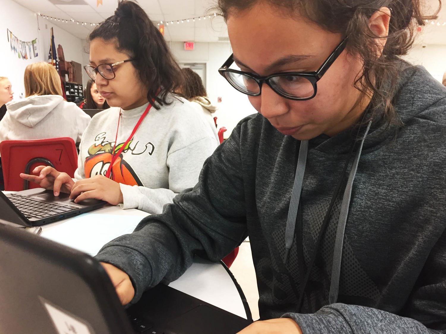 Sophomores Janette Chavez and Melanie Sosa work hard on their Model UN resolutions despite it being unfamiliar. Photo by Madison Donovan