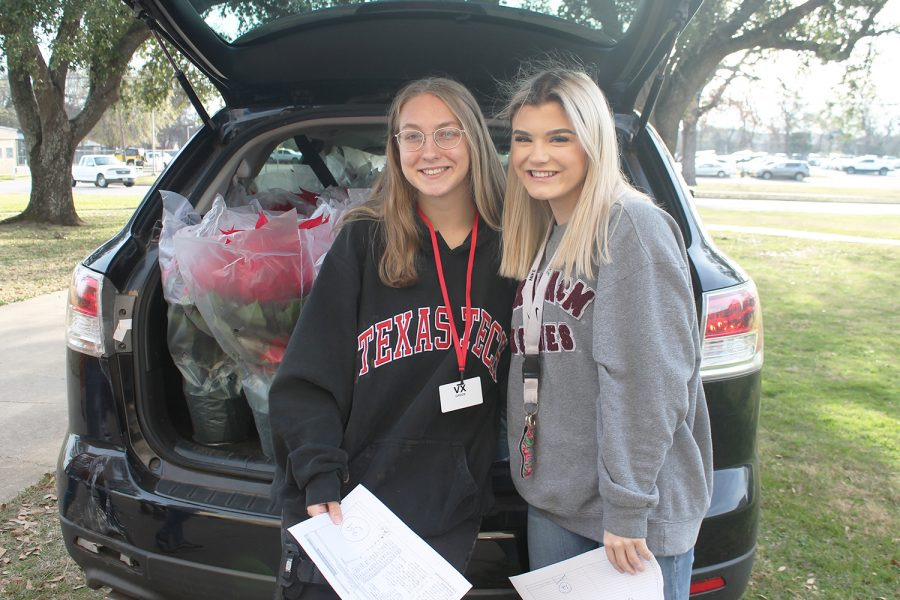Prom Committee delivers poinsettias