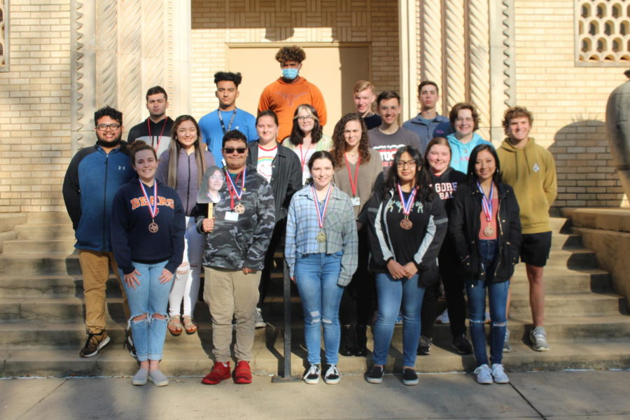 The UIL Academics team poses in front of the school.